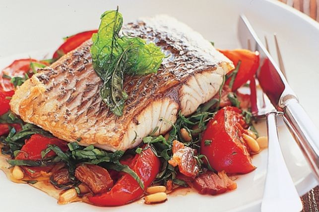 Barramundi with Tomato & Baby Spinach Salad